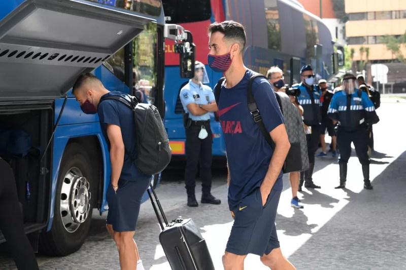 Busquets na saída de Lisboa — Foto: AFP
