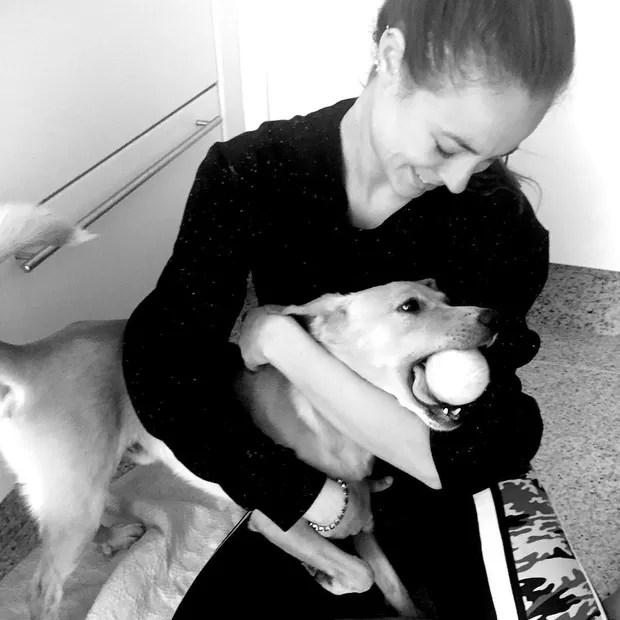 Paolla Oliveira com seu animal de estimação Chopp (Foto: Reprodução/Instagram)