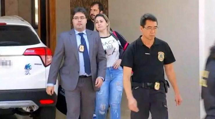 Tesoureira foi presa pela PF dentro da casa dela na operação Farra do Tesouro em Jales (Foto: Reprodução/TV TEM)