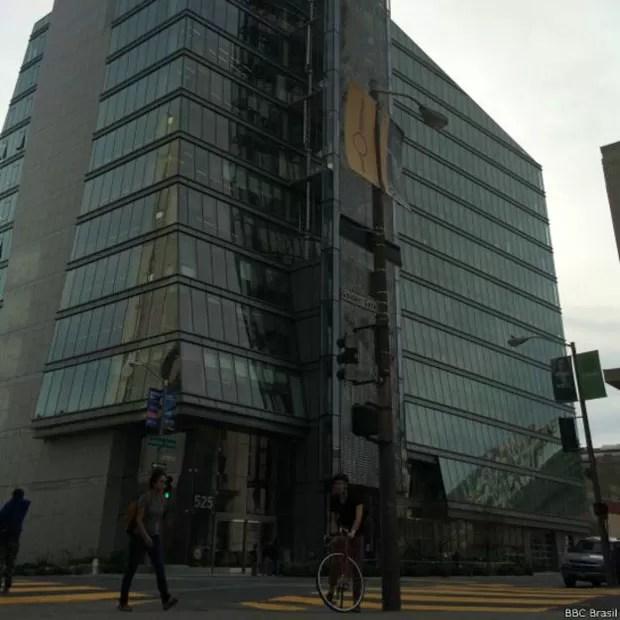Prédio da Comissão de Serviços Públicos foi projetado para ser 'sustentável'  (Foto: BBC Brasil)