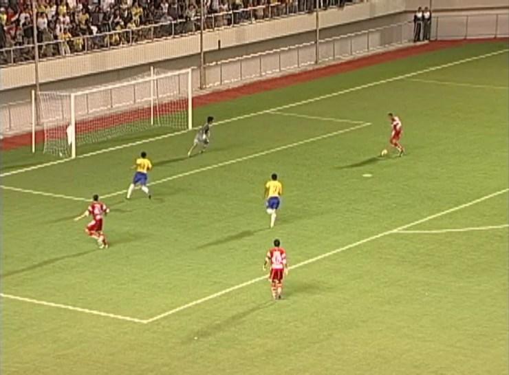 Rogério Tarauacá marca 1º gol da Arena da Floresta, em 2006 — Foto: Reprodução/Rede Amazônica Acre