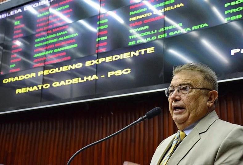 Ex-deputado estadual Renato Gadelha teve a casa invadida por suspeitos, que foram presos, em Campina Grande — Foto:  Roberto Guedes/ALPB