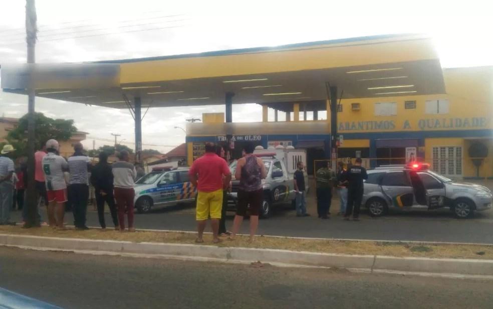 Tiroteio deixa frentista morto e colega baleado (Foto: Miguel Paiva/ Repórter Cidadão)