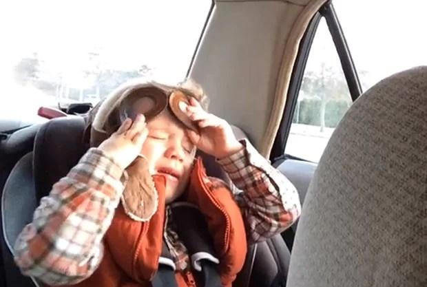 Jackson ficou emocionado e chorou ao ouvir música enquanto andava de carro com o pai (Foto: Reprodução/YouTube/Mark Blitch)
