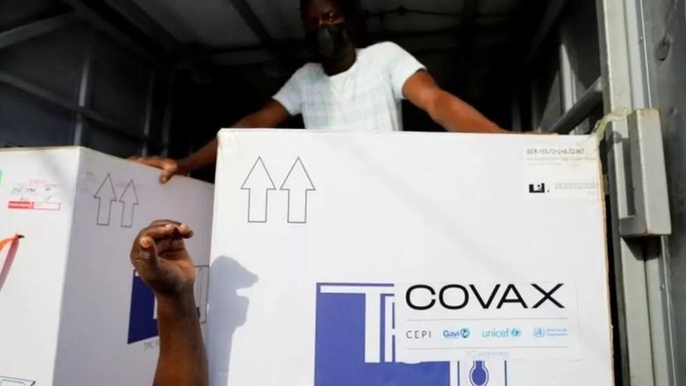 Total de imunizantes a ser entregue ao Brasil será definido pela aliança Covax Facility — Foto: Reuters/BBC