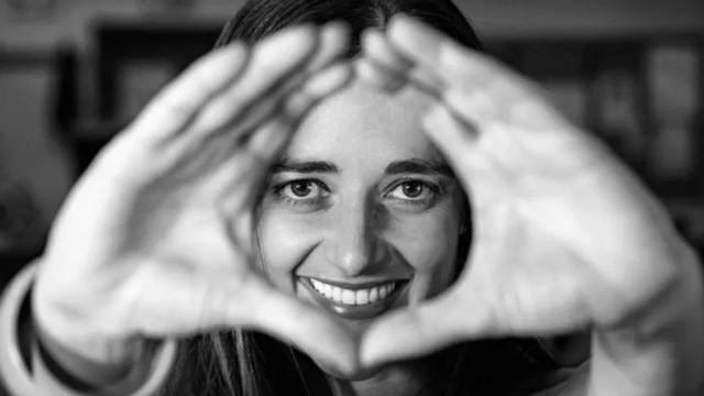 Usar as mãos para enfatizar a fala faz parte da maneira como nos comunicamos — Foto: Getty Images via BBC