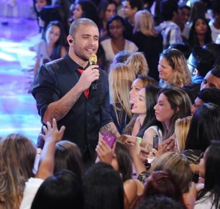 Diogo Nogueira canta no palco do TV Xuxa (Foto: Xuxa Produções)