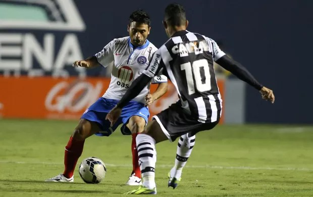 Maxi Biancucchi e Giovanni Augusto, Figueirense x Bahia (Foto: Marcos Bezerra/Futura Press)