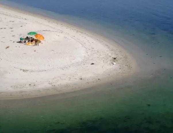 Uma das praias particulares da ilha de Monte Farinha, na região norte de Portugal. (Foto: Divulgação/Céu Vieira)