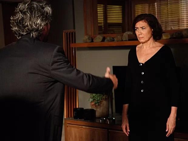 Maria Marta pressiona Zé Alfredo a falar da amante (Foto: Raphael Dias/TV Globo)