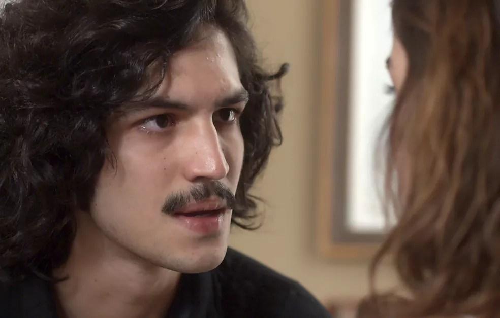 Gustavo procura Rimena para conversar sobre a gravidez da médica (Foto: TV Globo)