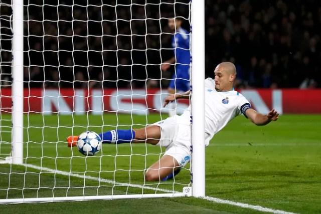 Maicon Porto Chelsea (Foto: Reuters)