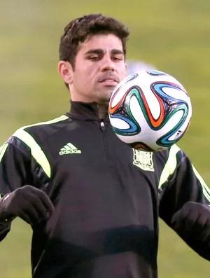 Diego Costa no treino da Espanha (Foto: Reuters)