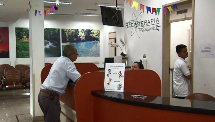 Pacientes da radioterapia ficaram sem atendimento no Hospital de Câncer em Barretos (Foto: Chico Escolano/EPTV)