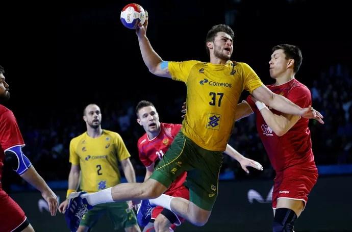 Brasil x Rússia, Mundial de handebol, Haniel (Foto: Reuters)