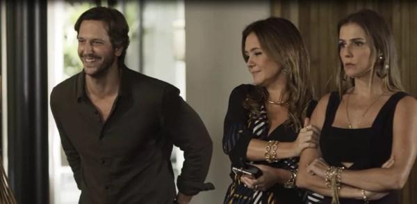 Mas a cafetina é esperta e deixa-o pensar que ele está por cima da carne seca (Foto: TV Globo)