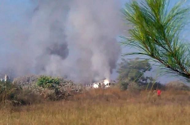 Imagem de celular mostra o avião após o acidente desta terça-feira (25) em Heho (Foto: AFP)