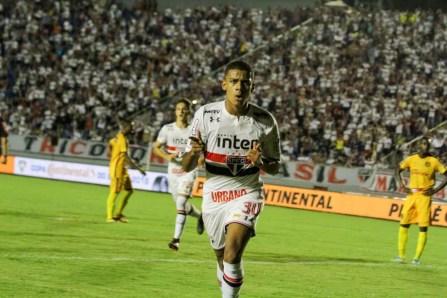 Brenner fez o gol da vitória do São Paulo, contra o Madureira, na estreia da Copa do Brasil — Foto: Robson Vilela/Futura Press