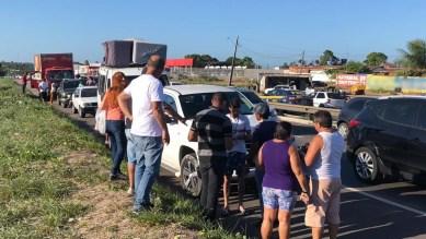 Engavetamento envolvendo cinco veículos aconteceu na BR-230, em trecho localizado em João Pessoa — Foto: Walter Paparazzo/G1