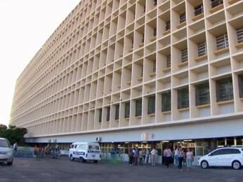 Menina está internada no Hospital da Restauração. (Foto: Reprodução / Tv Globo)