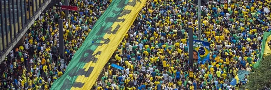 Manifestação na Paulista, 13 de março. (Foto: Ignacio Aronovich/ Lost Art/ Epoca)
