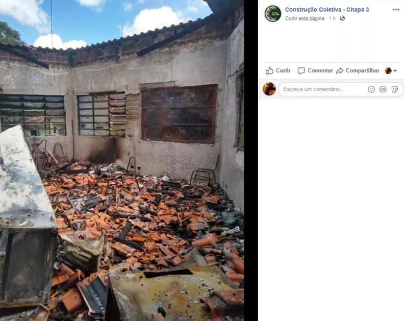 Incêndio destruiu local que abriga centros acadêmicos da UEM, na madrugada deste domingo (3) — Foto: Reprodução/Facebook