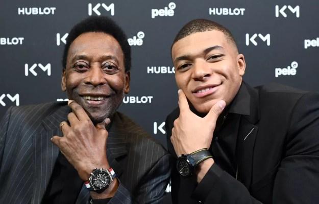 Pelé se encontrou com Mbappé ontem — Foto: AFP
