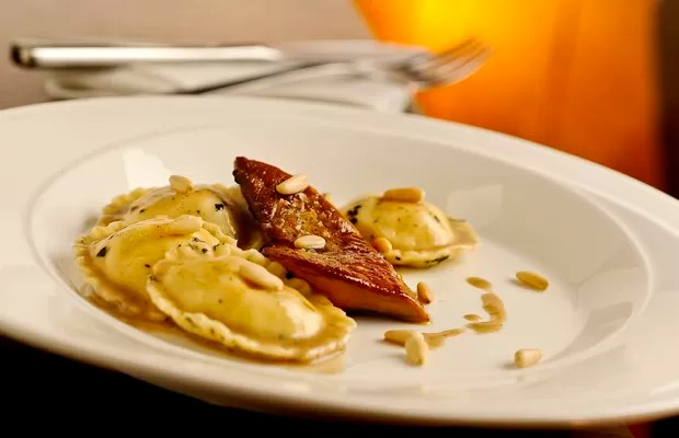 Ravioli recheado com foie gras ao molho poulette trufado, um das atrações do Festival do Foie Grãs, promovido pelo Cosí (Foto: Tadeu Brunelli/Divulgação)