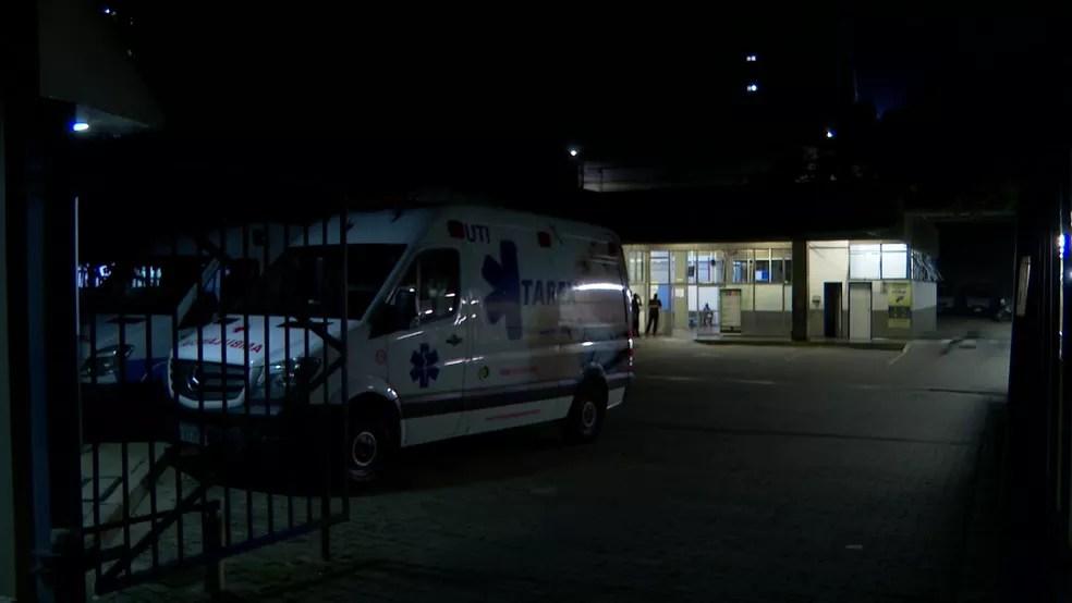 Baleado, menino, de 9 anos, é socorrido em hospital da Zona Leste de SP — Foto: Reprodução/TV Globo