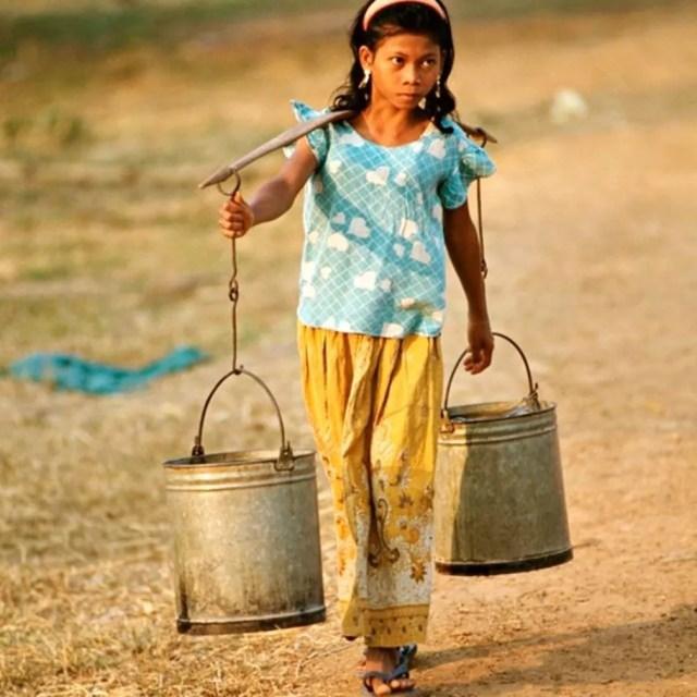 A Ásia é o continente com o menor volume de recursos renováveis de água doce por pessoa — Foto: Getty Images via BBC