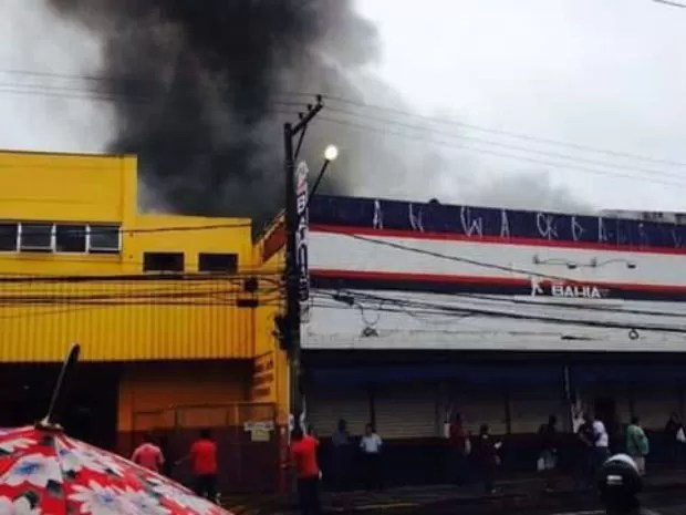 Incêndio atinge loja de imóveis em Jundiaí (Foto: Gabriely Ferreira / Arquivo Pessoal)