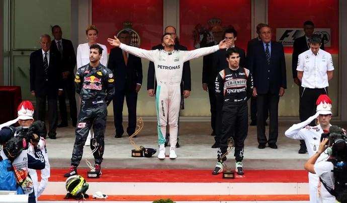 Lewis Hamilton, Daniel Ricciardo e Sergio Pérez no pódio do GP de Mônaco (Foto: Getty Images)
