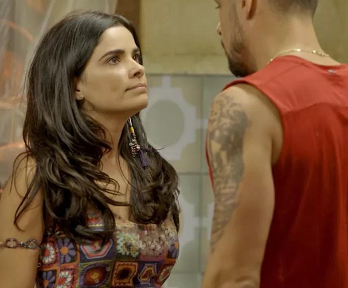 Tóia pede um tempo a Juliano (Foto: TV Globo)