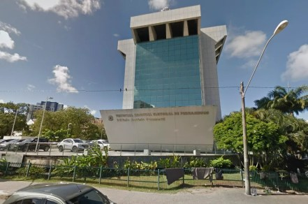 Lista foi divulgada pelo Tribunal Regional Eleitoral de Pernambuco, com base nas informações reunidas pelo Tribunal de Contas do Estado (Foto: Reprodução/Google Street View)