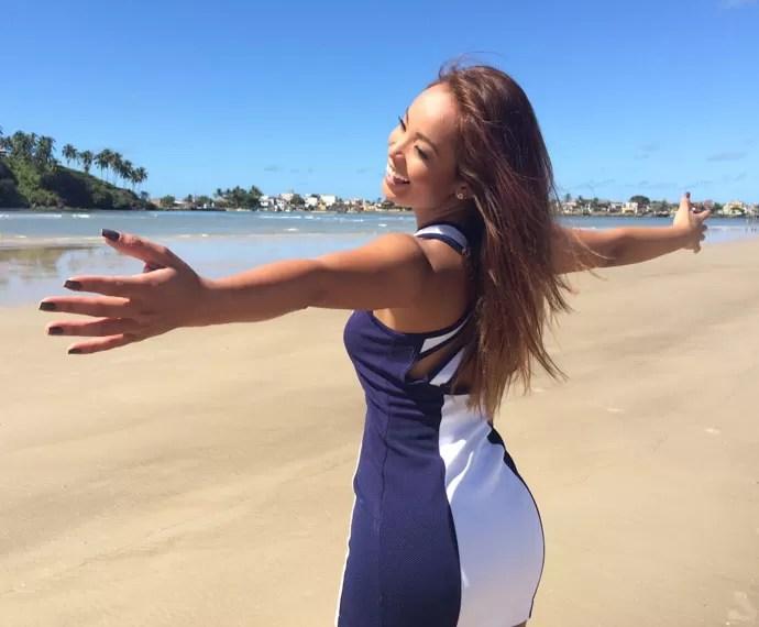 Carol Nakamura aproveita dia de sol na Bahia  (Foto: Arquivo Pessoal)