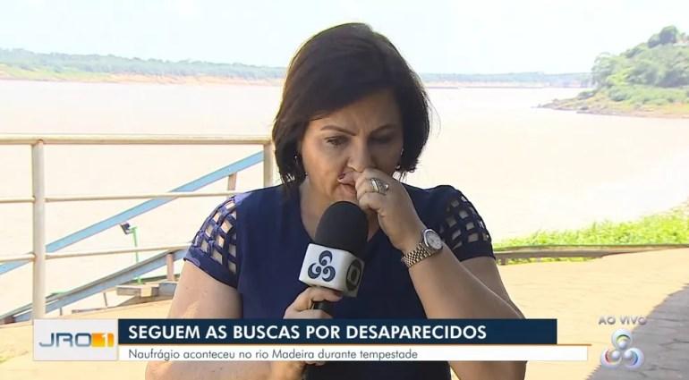 Repórter Maríndia Moura se emocionou ao falar do cinegrafista desaparecido.  — Foto: Rede Amazônica/Reprodução