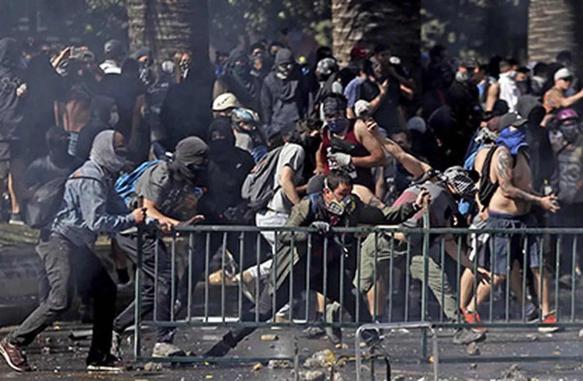 Protestos no Chile minam agenda liberal de Piñera