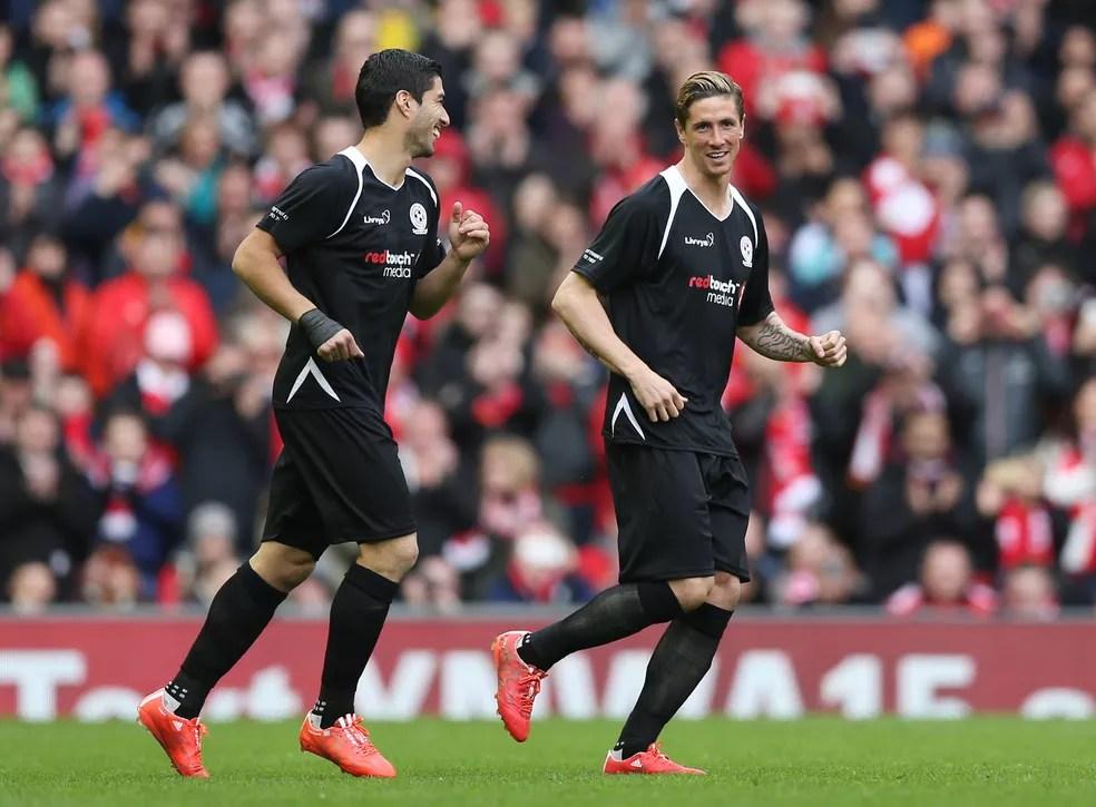 Luis Suares e Fernando Torres, Liverpool, jogo beneficente — Foto: Reuters