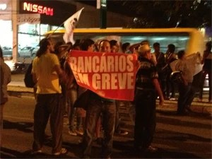 Bancários querem mostrar indignação  (Foto: Walter Paparazzo/G1)