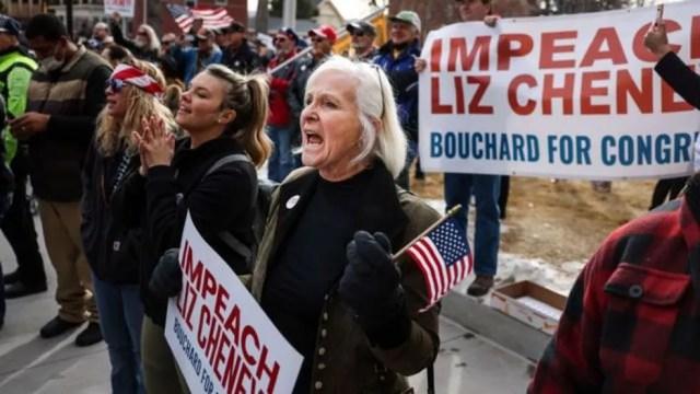 Matt Gaetz apoiou esforços para expulsar a deputada Liz Cheney, que votou a favor do impeachment de Donald Trump — Foto: Getty Images/Via BBC
