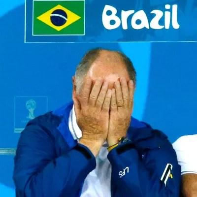 Felipão lamentando jogo Brasil x Alemanha (Foto: Reuters)