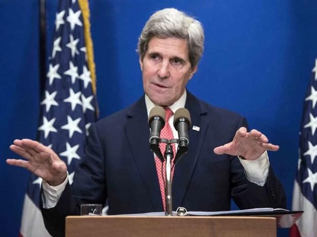 John  Kerry fala à imprensa em um hotel em Jerusalém (Foto: Brendan Smialowski/Pool/Reuters)