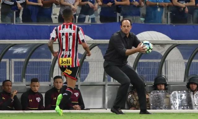Rogério Ceni terá Wesley na lateral direita no clássico (Foto: Rubens Chiri / saopaulofc.net)
