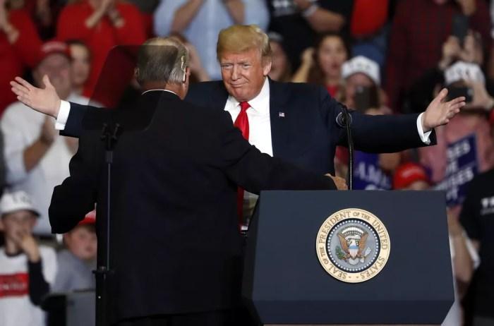 Trump participa de comício em Cape Girardeau, Missouri, nesta segunda — Foto: AP/Jeff Roberson