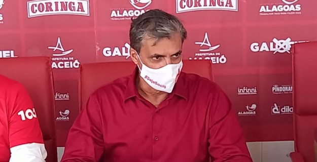 Mário Marroquim durante a cerimônia de posse — Foto: Mac Cavalcante/TV Gazeta