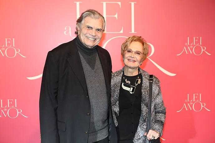 Tarcísio Meira chega ao evento acompanhado da esposa Glória Menezes (Foto: Carol Caminha/Gshow)