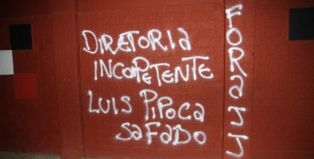 Muro pichado (Foto: Gabriel Uchida / Fototorcida)