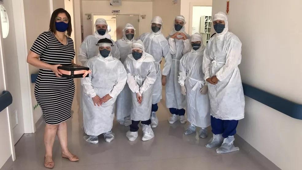No dia 7 de novembro de 2020, Danúbia voltou ao hospital em que ficou internada para agradecer os profissionais da saúde — Foto: Danúbia Leida/Arquivo Pessoal