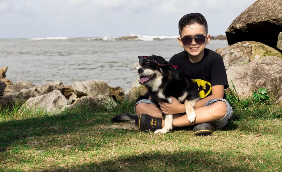 Os amigos Mandy e Yuri vivem em Itanhaém, no litoral paulista (Foto: Maiara Leonelli/PMI)