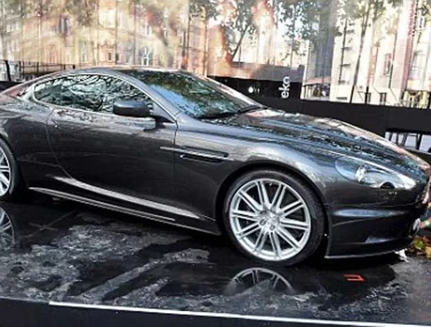 aston martin dbs v12 quantum of solace with Beckham E Cristiano Ronaldo Disputam Carro De James Bond on James Bond 007 Blood Stone Free Download also 5243354229 together with From Aston Martin With Love The New James Bond Car Has Been Announced besides General Medrano together with From Aston Martin With Love The New James Bond Car Has Been Announced.